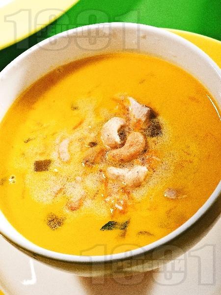 Пилешка жълта супа с кашу и зеленчуци (без картофи и без фиде) - снимка на рецептата